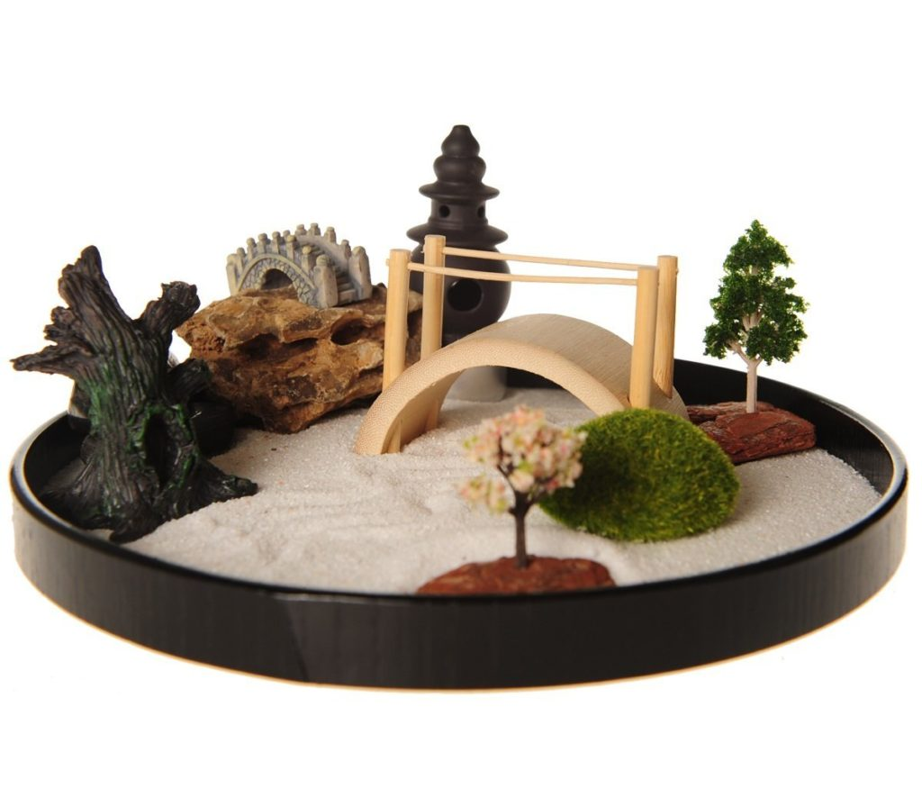 mini zen garden find your inner peace with desktop zen garden lovezenlife. Black Bedroom Furniture Sets. Home Design Ideas